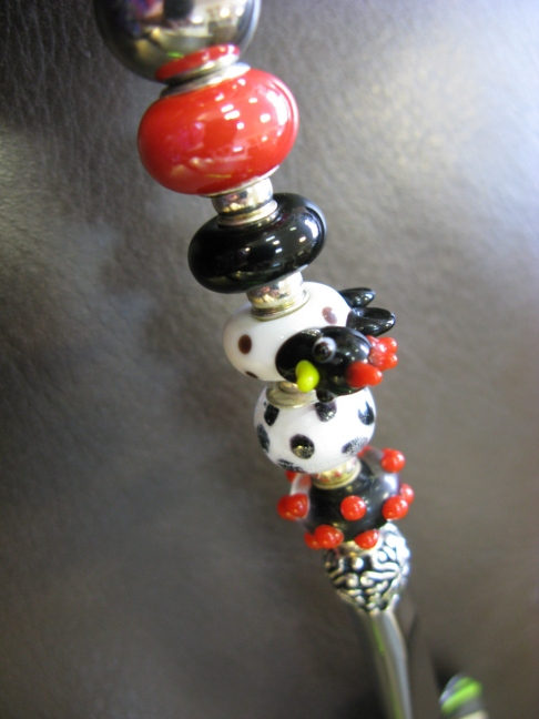 Coffee Scoop with White-Black Chicken, red and black